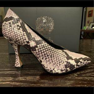 NWB Vince Camuto snake skin heel! Size 7